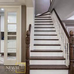 美式风格别墅楼梯装修图