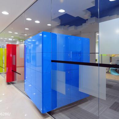 现代年轻化办公空间讨论室设计