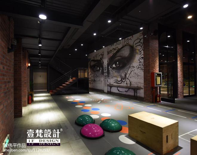 工业风健身俱乐部创意室内装修