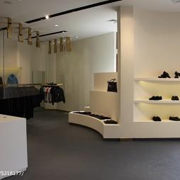 工装奢侈品店展示柜装修