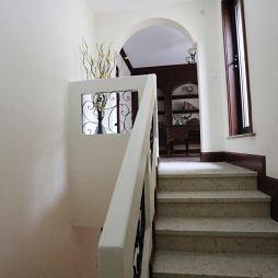 地中海风格白色楼梯设计