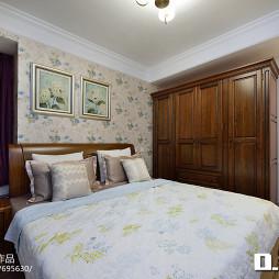 美式三居室卧室设计效果图