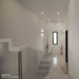 现代风格白色楼梯设计