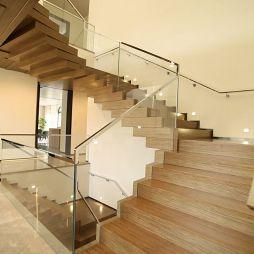 现代风格木质楼梯设计