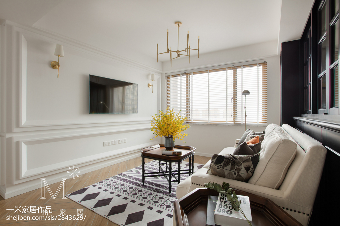 美式客厅白色背景墙