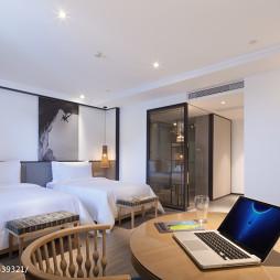 度假酒店双床卧室装修