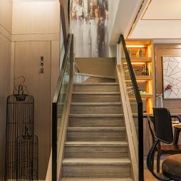 现代风格二居室楼梯装修