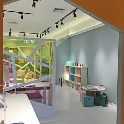 儿童家具展厅内部展示设计图片