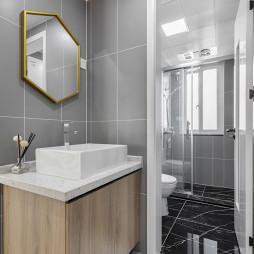 简洁北欧三居卫浴干湿分离设计图