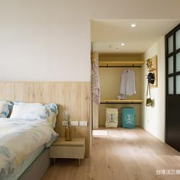 简单北欧三居卧室衣帽间设计