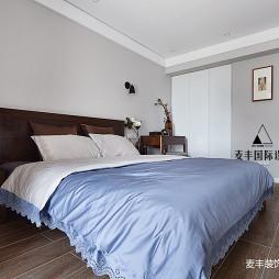 现代三居主卧室设计图