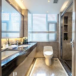 现代四居卫生间设计