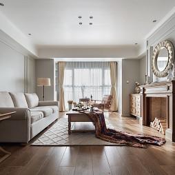 美式三居客厅吊顶设计