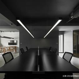 混搭风格墨黑办公桌设计