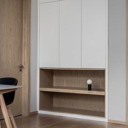 北欧别墅老人房衣柜设计
