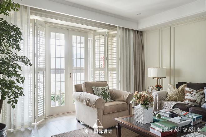 240㎡简美客厅折叠门设计