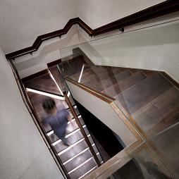 低调现代复式楼梯设计