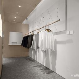 初•白 服装店铺展示区实景图片