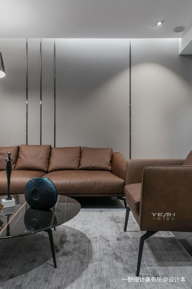 150㎡   现代简约客厅沙发实景图