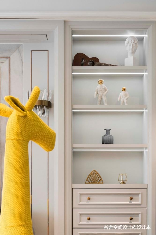 请问柜子的灯条是怎样做的?