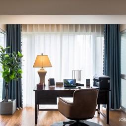 137平美式经典—客厅阳台图片