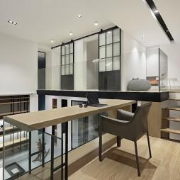 巧用空间层高| 三口之家的地下娱乐空间——办公区图片