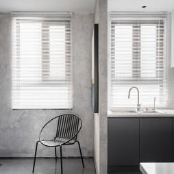 以经典黑白灰基调,勾勒出简约美宅——厨房图片