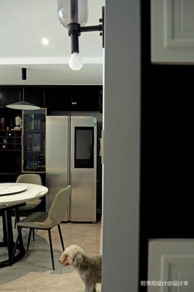 黑色厨房改造是亮点 ,小餐厅变大圆桌
