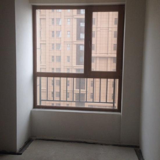 请问这两个房间哪个做飘窗?还是两个都做?