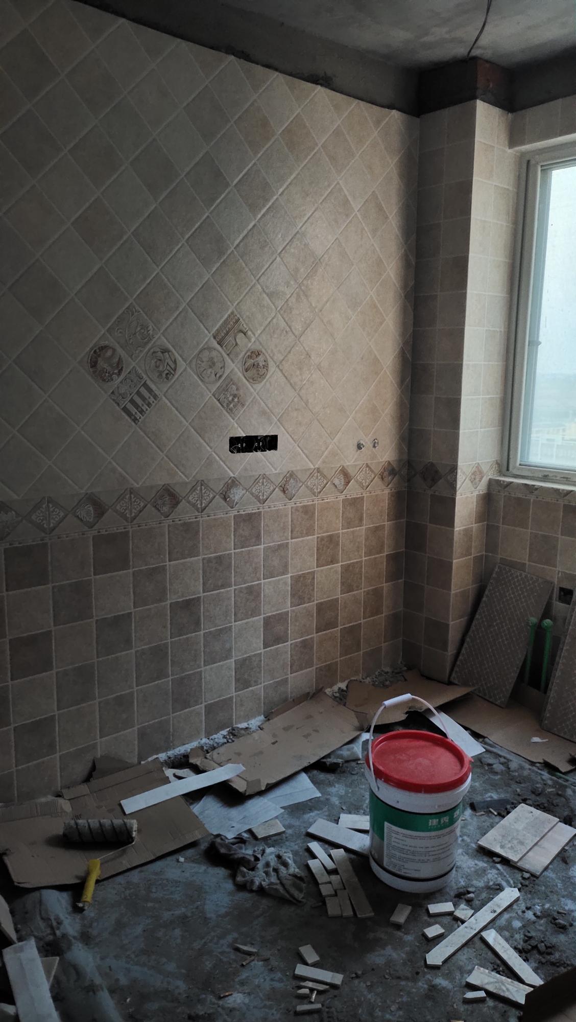 厨房这个砖搭配什么颜色橱柜和台面好看呢。