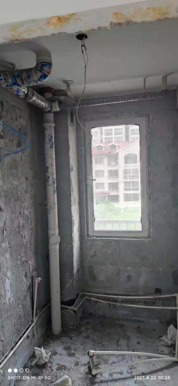 卫生间顶部管道低,吊顶时会遮挡窗户,怎么办?