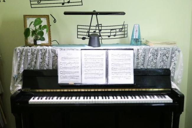 钢琴灯哪个牌子好?哪个品牌更护眼?