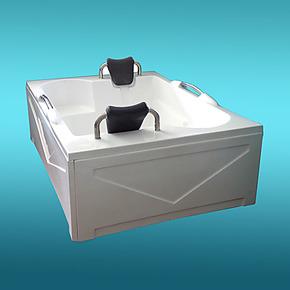 云凯浴缸 三裙边亚克力浴缸 1.7米豪华双人带扶手压克力浴盆B-12